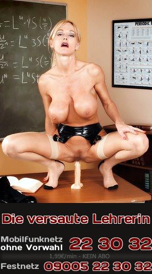 Telefonsex-Fantasie: Eine versaute Lehrerin, die es sich selbst besorgt, vergreift sich doch nicht an den Schülern.