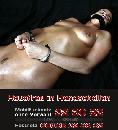 Die in Handschellen gefesselte Hausfrau liegt hilflos in vielen Schlafzimmern.
