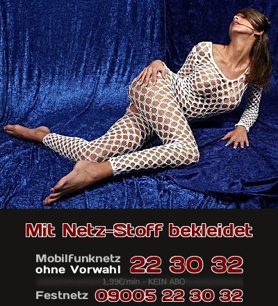 Eine Frau, die ihre erotischen Reize zeigen will, kleidet sich besser mit Netz-Stoff, statt nur nackt zu sein. Mache nun Telefonsex mit einem Girl, was auf die Masche mit dem Netz steht!