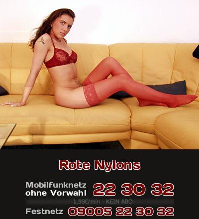 Sex Beine in roten Nylons signalisieren animalische Lust