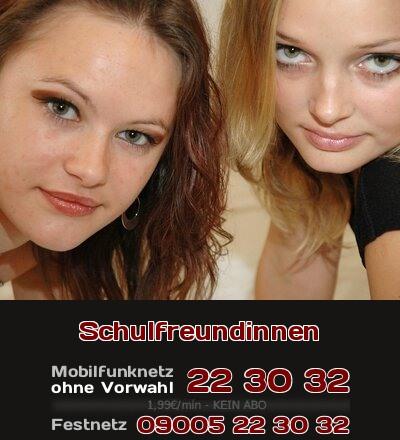 Für Telefonsex: Zwei Schulfreundinnen teilen sich sexuelle Erfahrungen in der Schule.