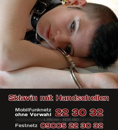 Wenn man Handschellen als Fetisch hat, liebt man sicher Frauen, die sich wie devote Sklavinen verhalten.