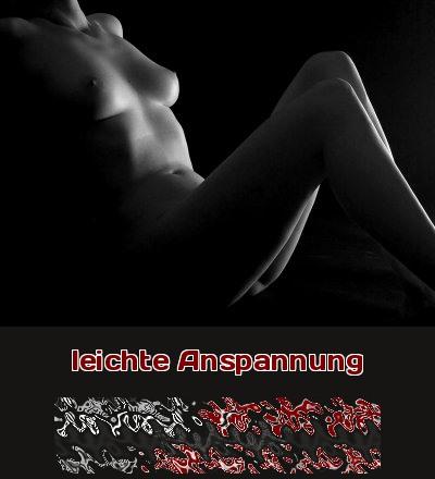 Animation beim Telefonsex durch künstlerisch gestaltete Schwarz-Weiß-Fotografie, die eine Frau zurückgelehnt in leichter Anspannung zeigt.